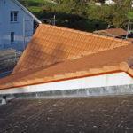 Dach mit Ziegel gedeckt