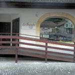 Eingangsbereich mit rollstuhgängiger Rampe
