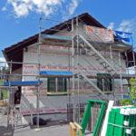 Fassade eingerüstet und im Rohbau